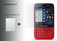 KIT avec 1 film protecteur + 1 chiffon Blackberry Q5