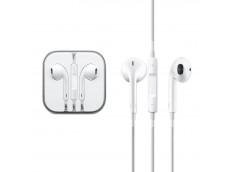 À la différence des écouteurs boutons circulaires traditionnels, le design des nouveaux Apple EarPods épouse la géométrie de l'oreille. Ce qui les rend plus confortables pour plus de gens que tout autre écouteur de ce type. Les haut-parleurs des Apple Ear